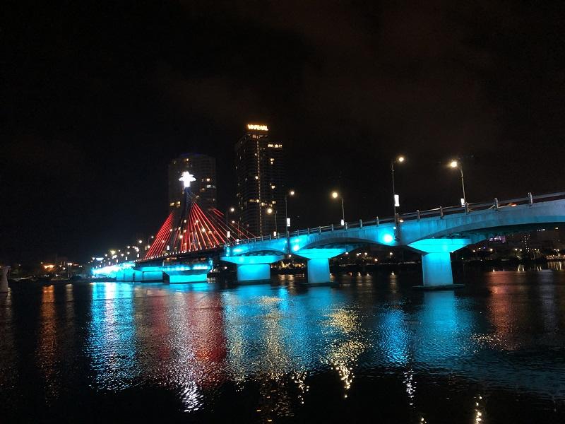 ダナン繁華街の大橋